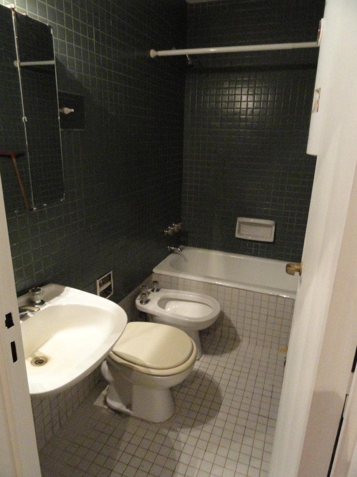 Baños Con Ducha Negra: baño con bañera en un precioso aseo con ducha