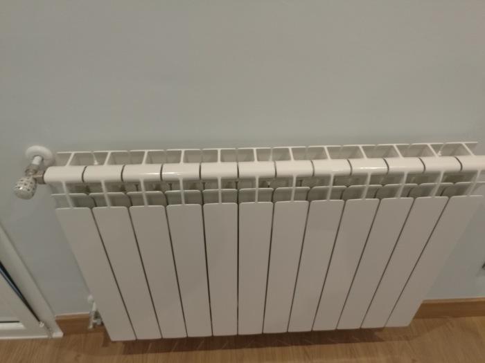 1601f1a2 d537 421f b836 2cbb87fa4475 - Berogailu berriak jartzen/ Instalación nueva de calefacción.